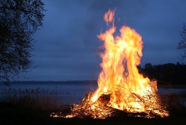 fire-123784_1920.jpg